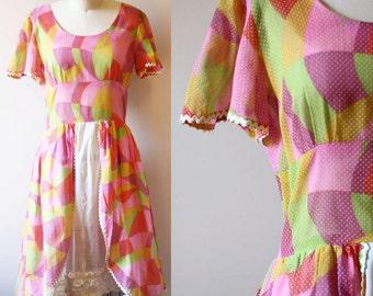 1950s circle print dress // 1950s swiss dot dress // vintage dress