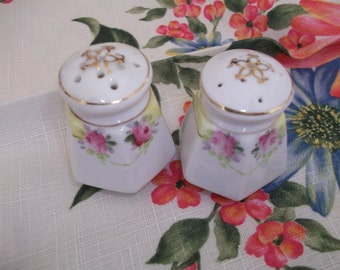 Nippon  HP Small Salt & Pepper Pink Roses Gold Trim