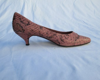 Fabulous Pink Faux Snakeskin Italian Made Pumps Shoes - Size 36 (US 5.5)