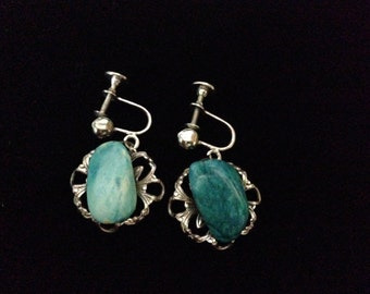 Vintage 1960's Tinplate Screw Back Turquoise Stone Earrings (ABX1F)