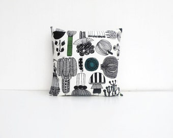 "Marimekko Pillow - Black & White Pillow - Throw Pillow - Home Decor Ideas - Decorative Pillows - Scandinavian design - 50 X 50 cm (20""X20"")"