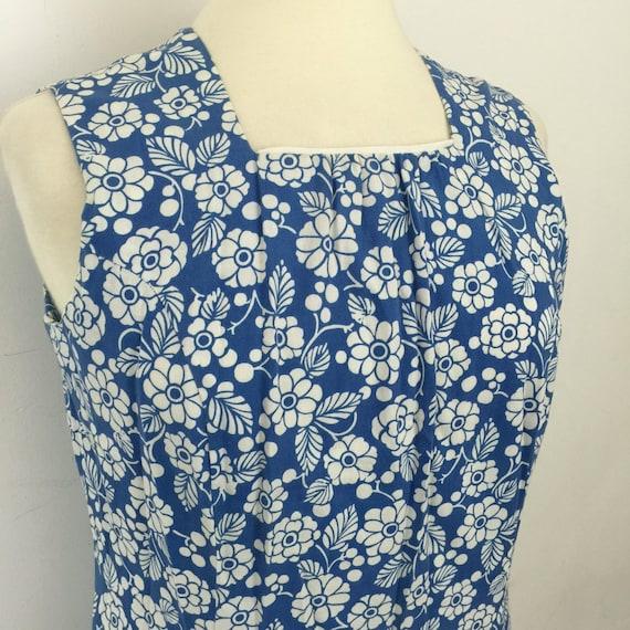 1960s Mod dress cotton daisy print blue white flower power shift UK 14 16 vintage scooter girl shift dress 1970s sleeveless sundress