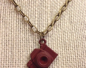 "18"" Maroon&Bronze Camera Necklace"