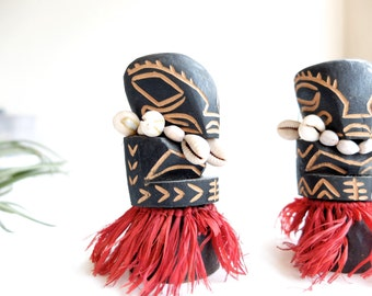 2 vintage TIKI figurines, wooden sculptures with seashells