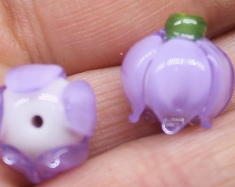 a pair of lilly beads in lavender colour