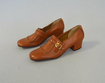 1960s brown leather buckle heels - size 6