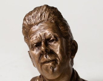 The Whiskey Story Singer, a bronze tribute to Tom Waits