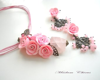 Pendant and earrings with pink roses