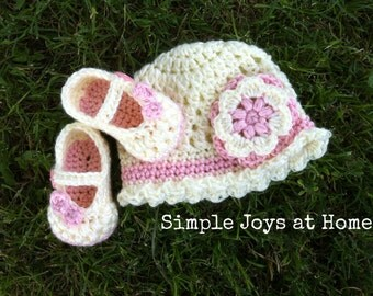 The Julia Set {The baby Project} Cream and Pink Crocheted Hat and Shoe Set // Infant Girl Set // Baby Shower Gift // Photo Prop
