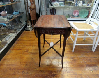 Mahogany drop leaf table with one drawer