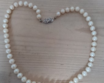Vintage single strand of pearls with a silver clasp