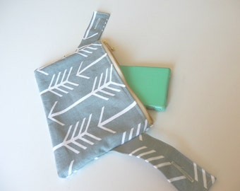 Babycarrier Front pouch/purse /pocket for Ergo 360,Ergo adapt, Lillebaby,Beco gemini  -Arrows in Cool grey