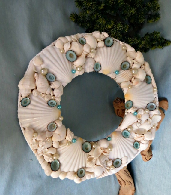 White seashell wall decor with pearls and aqua limpet - Wall decoration with pearls ...