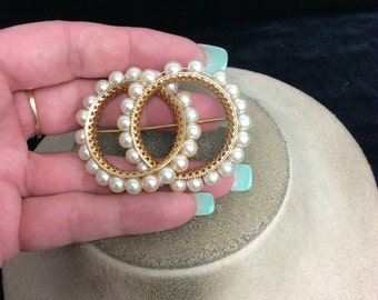 Vintage Large Unique Faux Pearl Double Circle Pin-Pearls Slide Back & Forth