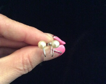 Vintage 14K White Gold Off White Cultured Pearl Screw Back Earrings