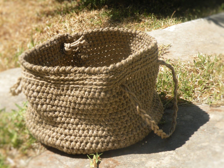 Cesto color corda realizzato all 39 uncinetto con filato di - Cestini all uncinetto per il bagno ...