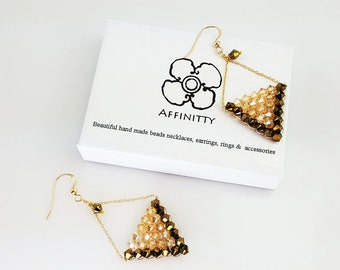 Handmade.A earring made with swarovski crystal and goldfilled chain