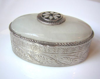 Small pill box, stone lid, 1.97""