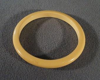 Vintage Butterscotch Bakelite Domed Smooth Bangle Bracelet  **RL
