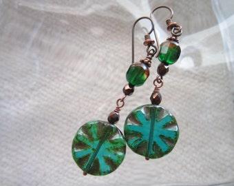 Pretty Authentic Boho Chic Earrings Long Green Czech Glass Earrings Hippie Tablecut Flower Earrings Hypoallergenic Niobium Ear Wires