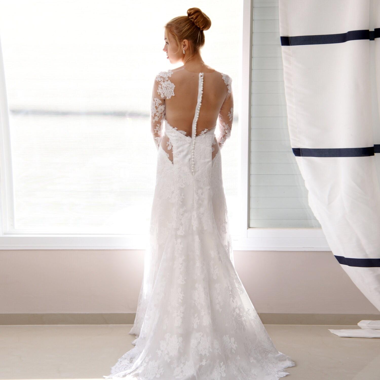 robe de mari e avec des manches longues dos ouvert en. Black Bedroom Furniture Sets. Home Design Ideas