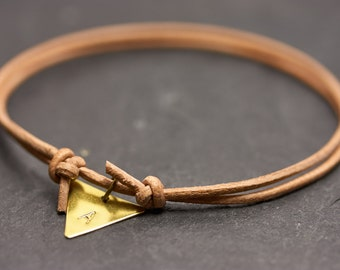 Nude triangle letters engraved bracelet - leather