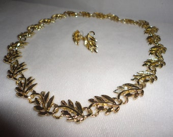 Flawless Goldtone Leaf Necklace Set******.