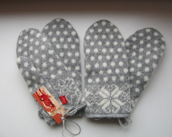 Flower. Mittens 100% wool. Knit-felted. Gray, white, polka dots