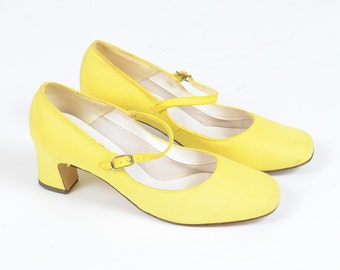 Vintage Yellow Mary Janes 60s Low Heel 6.5
