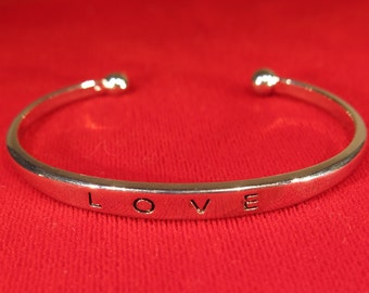 "2pc kids size ""LOVE"" bracelet (JC118)"