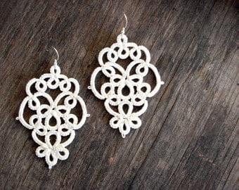 Light Ivory lace chandelier earrings//Tatting lace//Bridal earrings//Tatted jewelry//Lace jewelry//Lace earrings ivory
