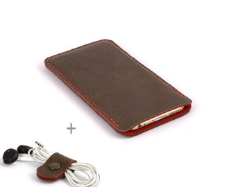 Leather iPhone 8 case. Leather iPhone 8 Plus sleeve. iPhone pouch. Red wool felt. Leather sleeve. Leather pouch. Distressed leather