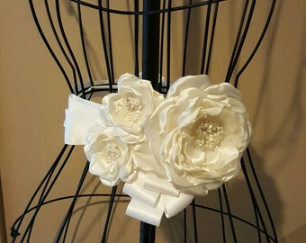 Pearl and crystal beaded flower bridal belt