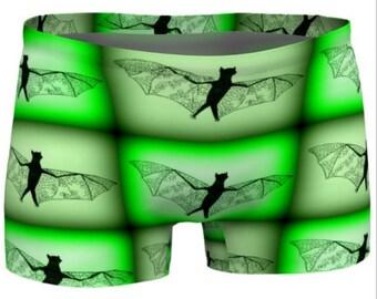 bat presents, bat present, bat gifts, bat gift, bat, bats, chauve souris, chauves-souris, green shorts, gym shorts, gym clothes, new clothes