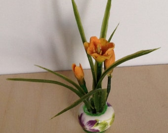Dollhouse, Miniature Lily Plant in Ceramic Pot