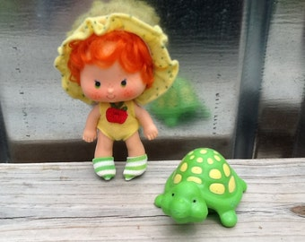 Apple Dumplin' with Teatime Turtle Vintage Strawberry Shortcake Doll