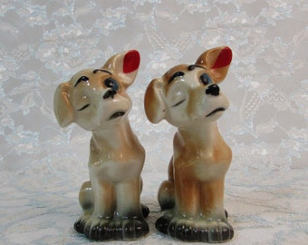 Dog Salt and Pepper Shakers, Winking dogs Salt and Pepper Shakers, Vintage Dog Shakers