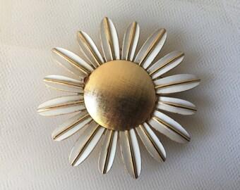 Vintage Flower Brooch, Daisy Flower Brooch, Flower Pin, Floral Brooch, Vintage Flower Jewelry, Gold White,  Daisy Flower Pin, Avon Jewelry