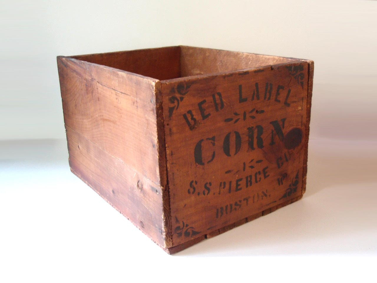 Antique wooden corn crate wood crate red label boston for Old wooden crates