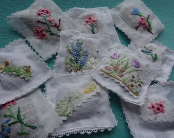 Handmade lavender tea bags/little pillows/sachets/wedding favours/gift/made with vintage materials