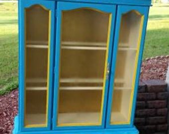 Shabby Chic painted china cabinet