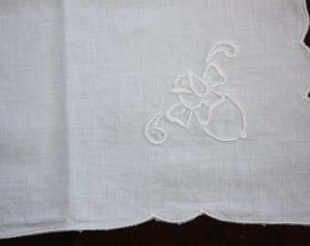 8 Vintage Embroidered Napkins With Bees