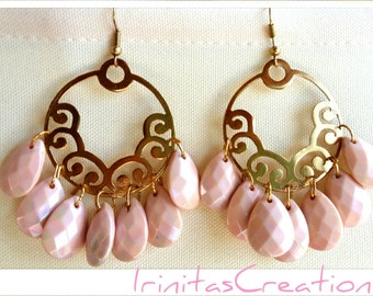Chandelier earrings/boho/Bohemian/fashion earrings/style/pink/Σκουλαρίκια με ροζ χαντρούλες
