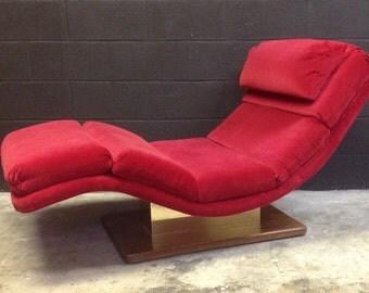 1980's Red Velvet Wave Chaise