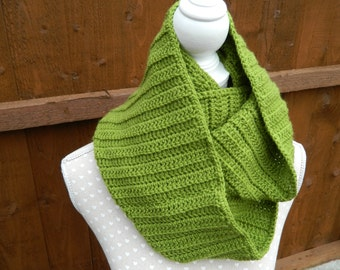 Infinity Scarf, Snood in Green