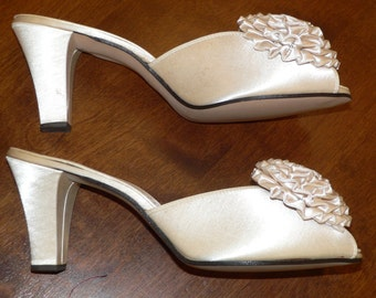 Vintage Champagne Ivory  Daniel Green Boudoir Slippers, Size 8 A