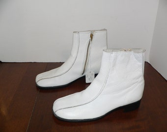 1960s - 1970 White Leather Mod Ankle Boots Size 2 1/2 D - Never Wron