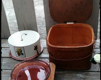 Vintage  Wicker  Pie Basket / Fair Going Pie Box / Dining Al Fresco / Le Pique Nique / Gift Idea / Storage Basket / F968