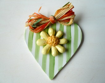 ceramic heart with yellow Daisy-hanging heart-heart-heart with spring Daisy-decoration-heart-