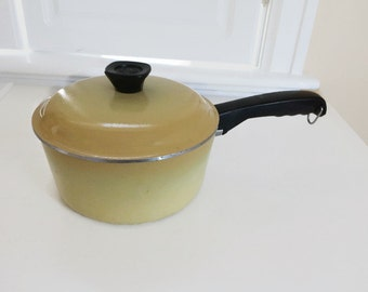 Vintage Club cookware 2 quart sauce pan with lid yellow harvest gold